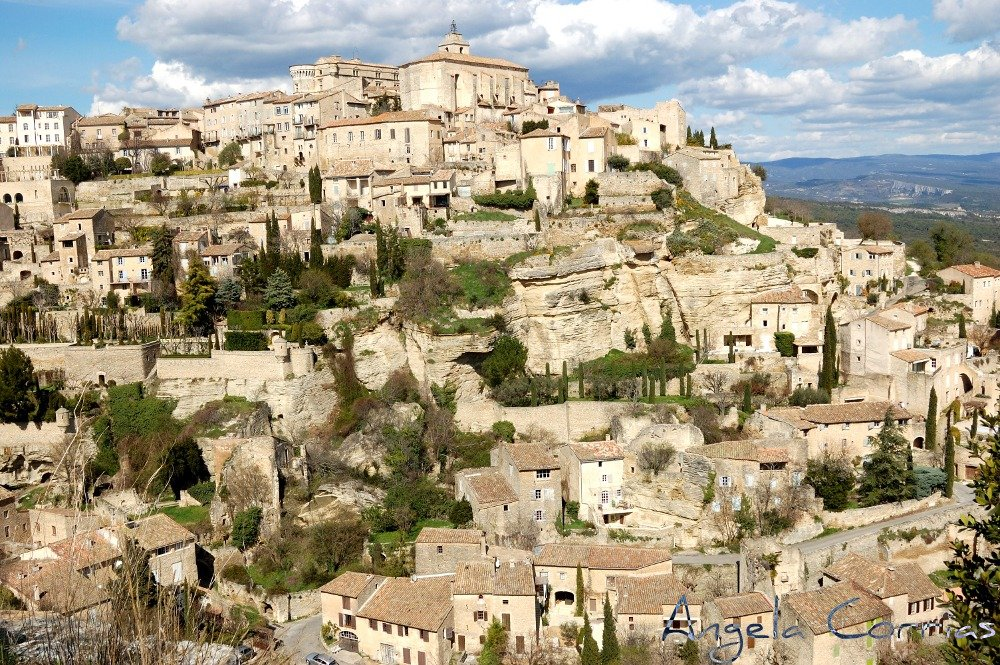 Gordes, on the edge of a cliff