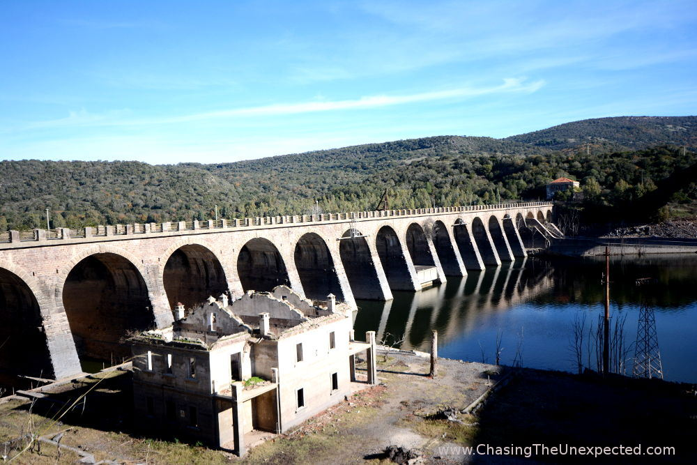 The old dam on the Omodeo Lake, a perfect region for cheap Sardinia breaks
