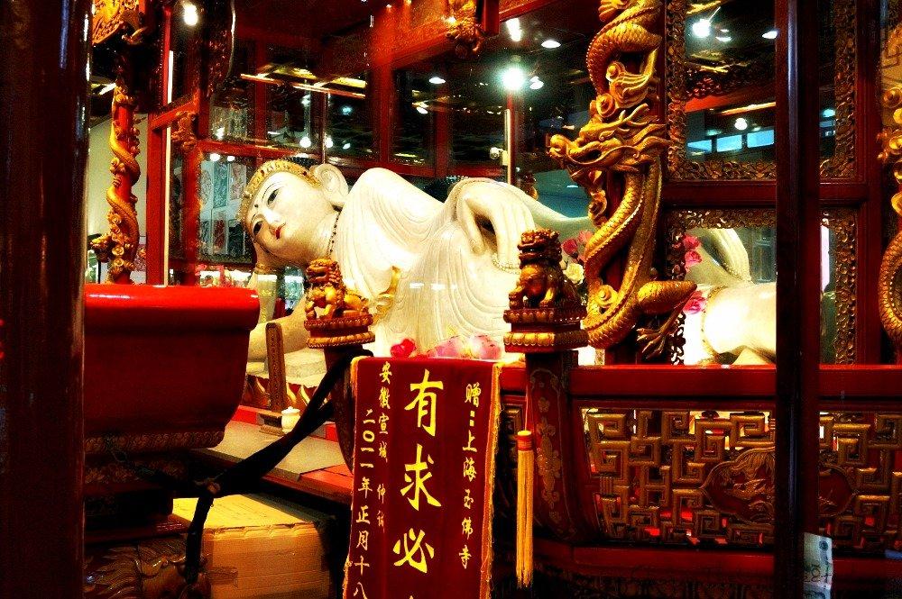 Jade Buddha Temple, Shanghai's precious stones