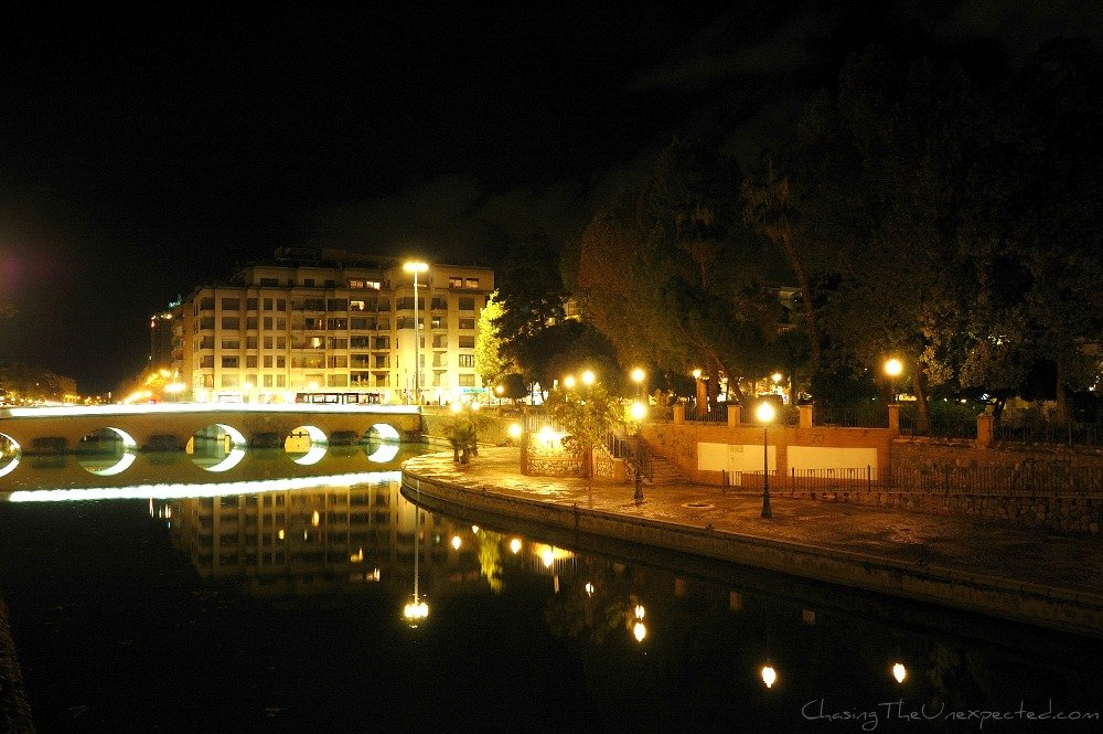 A trip, a photo – Walking around Granada by night