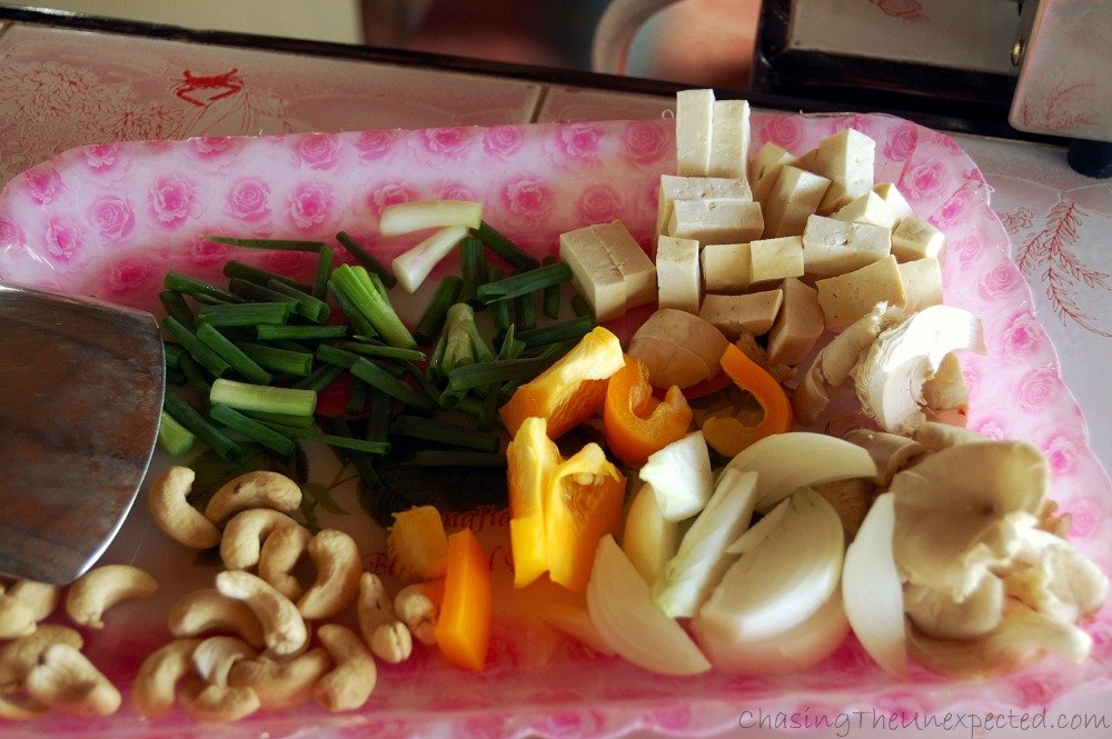Ingredients for the stir-fried tofu with cashew nnuts