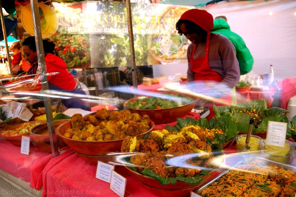 This was in Old Spitalfields Market, another vegan food stall, specialized in salads of all kinds and with the most delicious type of hummous with herbs and spices you will ever find. Here too I came two Sundays on a row just for the hummous.