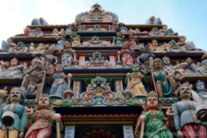 Things to do in Singapore, visit the Sri Mariamman Temple