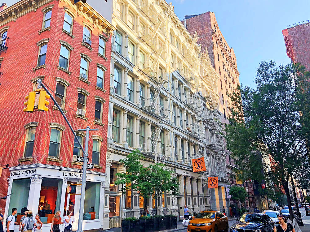 Soho neighbourhood, perfect place for shopping in New York. Best things to do in New York.