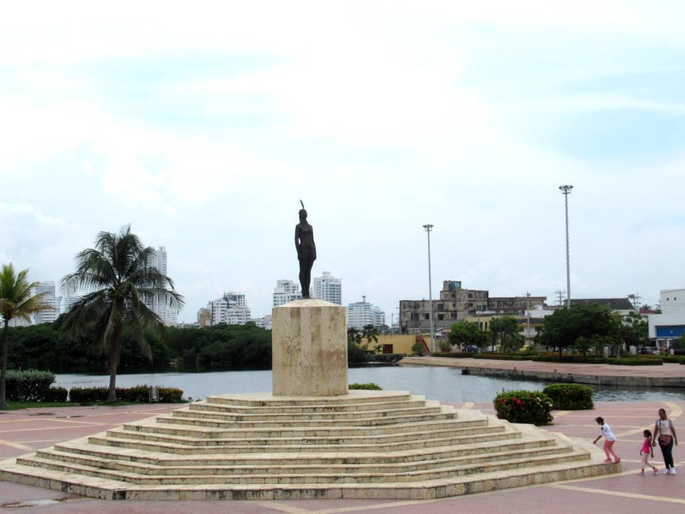 Image: India Catalina statue in Cartagena