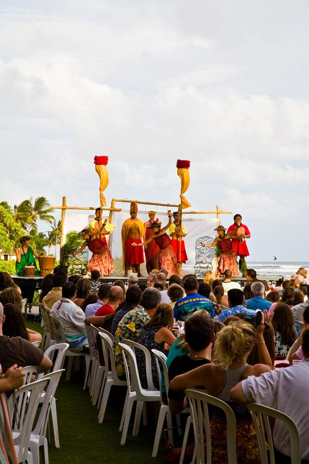 Image: Luau performance in Hawaii