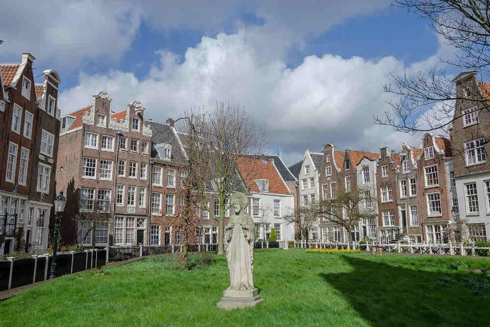 Image: Begijnhof to visit in a 3-day Amsterdam trip