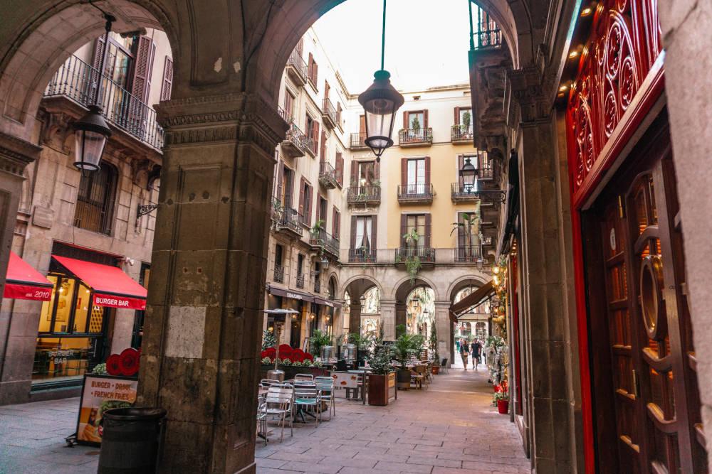 Image: Barrio Gotico in Barcelona, Spain